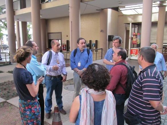 O diretor Roberto Ponciano e os peritos contratados pelo sindicato ouviram relatos dos servidores nesta quinta (24)