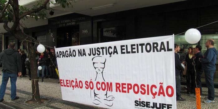 Rio suspende greve, mas categoria mantém mobilização com atos e manifestações pelo PL 7.920. Próxima atividade será dia 16/09 em frente à sede do TRE no Centro