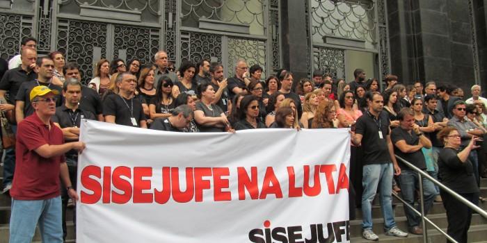 Servidores lutam pela suspensão da resolução que extinguiu 256 FCs no TRT