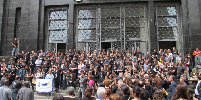 Servidores do TRT retomam luta contra extinção das FCs.Sisejufe convoca funcionalismo para participar quinta-feira (4/12), às 10h, da sessão do Órgão Especial
