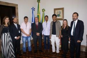A comissão de servidores foi recebida pelo presidente do TRT, desembargador Carlos Alberto Drummond