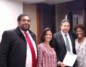 Da esquerda para a direita, o assessor parlamentar do Sisejufe, Alexandre Marques, a diretora do Sisejufe Fernanda Lauria, o presidente da CCJC, Arthur Lira (PP-AL) e a diretora Neli Costa Rosa