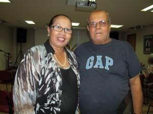 Sebastião Campelo, servidor aposentado da JF, ao lado da diretora Lucilene Lima