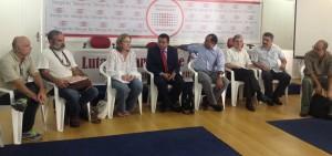 O juiz Marlon Reis (no centro) fala sobre o projeto de reforma política democrática