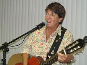 A cantora Iara Martins cantou clássicos de grandes cambistas, como Noel Rosa