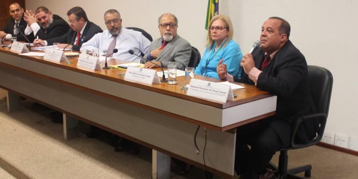 Fenajufe debate aposentadoria especial dos servidores em audiência no Senado