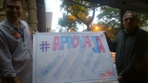 Cartaz feito por servidores da JF Rio Branco será levado para a passeata