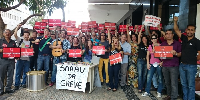 Sarau movimenta a greve no TRE