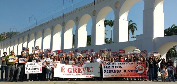 Servidores garantem o sucesso da atividade 'Foto no Cartão Postal' nos Arcos da Lapa