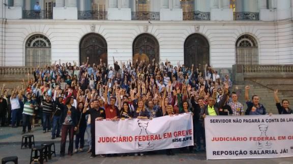 Servidores decidem manter a greve em assembleia-geral nesta terça-feira (7/7)