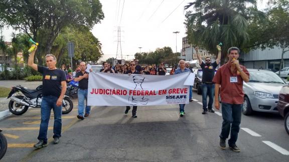 Servidores de Volta Redonda, Resende e Barra Mansa fazem ato unificado pela sanção do PLC 28/15