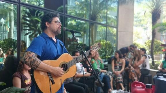 Música e poesia para fortalecer a greve dos servidores do Rio