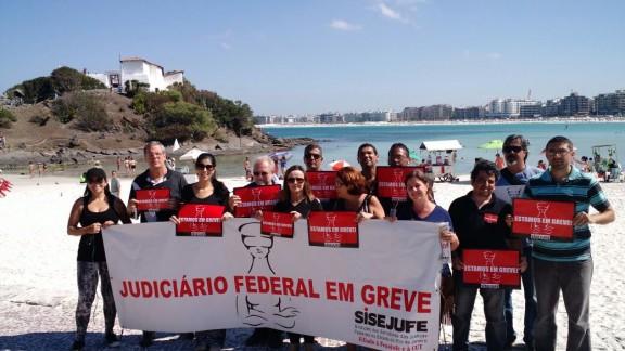 'Foto no Cartão Postal': servidores de Cabo Frio escolhem como cenários o Forte São Mateus e a Praia do Forte