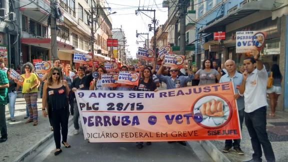 Servidores de Niterói, São Gonçalo e Itaboraí saem às ruas na luta pela derrubada do veto, contra o acordo de 41,47%