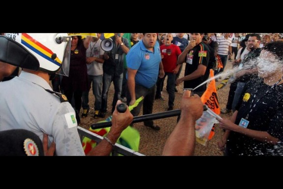 Servidores do RJ pressionam parlamentares em Brasília para que o veto seja apreciado na próxima terça