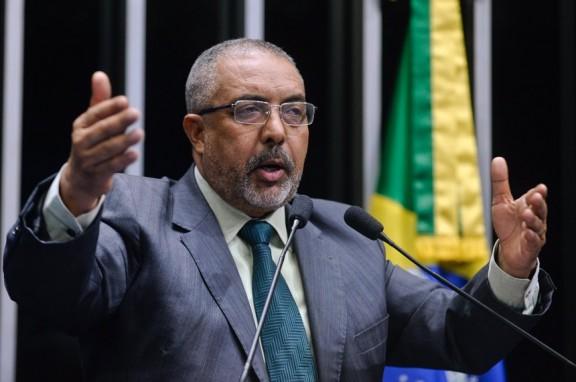 Paulo Paim critica demora do Congresso para apreciar vetos
