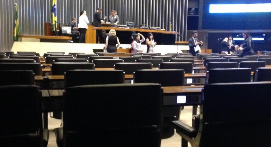 Sessão conjunta é novamente adiada para amanhã, às 11h30