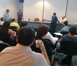 Mariana Liria, diretora do Sisejufe, fala na reunião da Fenajufe