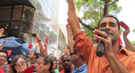 Servidores do Rio de Janeiro aprovam lutar por melhorias no PL 2648