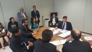Dirigentes sindicais e servidores da Justiça Eleitoral em reunião com o Eduardo Bechara