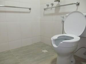 Banheiro adaptado para cadeirantes em nova suíte