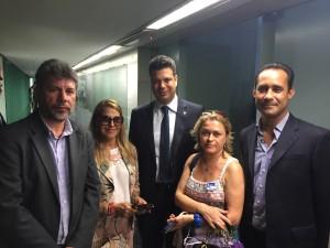 Dirigentes sindicais conversam com o líder do PMDB, Leonardo Picciani