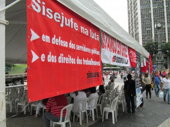 Sisejufe denuncia cortes no orçamento do Judiciário em ato do Fórum dos Servidores Federais do RJ