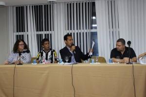 A diretora Lucena Pacheco, Mac-Cormick, Valter e Marcelo na mesa de abertura da Prestação de Contas