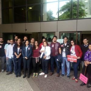 Os servidores do TRT se reuniram na porta da sede na Lavradio