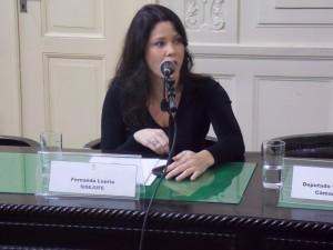 """""""O que se quer mesmo é o desmonte da Justiça Eleitoral"""", denuncia a diretora Fernanda Lauria"""