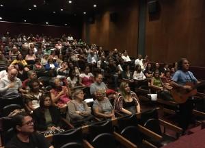 O público presente apreciou a performance do Coral do Sisejufe no MAM