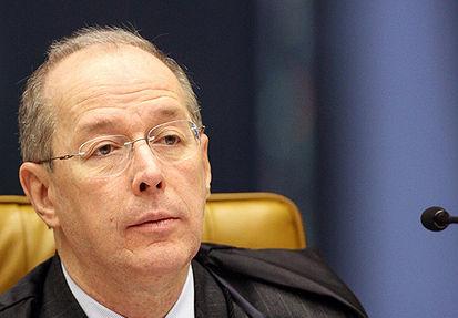 Ministro Celso de Mello suspende efeitos de decisão que negou registro de aposentadoria para servidor com Quintos