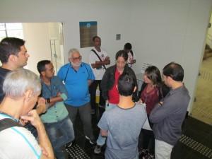 Diretores do sindicato se reuniram com servidores após a manifestação