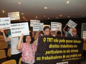 A representante de base Raquel Albano e os diretores do Sisejufe Ricardo Quiroga e Amauri Pinheiro participaram do ato