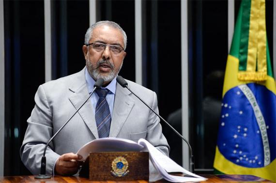 Paulo Paim alerta para possível fim da Justiça do Trabalho