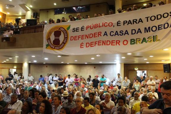 Sindicatos e representantes de movimentos sociais participam do lançamento da Frente Parlamentar em Defesa da Soberania Nacional
