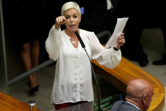 DEU NA IMPRENSA – Posse de nova ministra do Trabalho é suspensa pela Justiça Federal