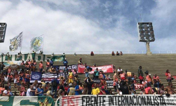 DEU NA IMPRENSA: Sisejufe faz protesto contra a Reforma da Previdência na Sapucaí