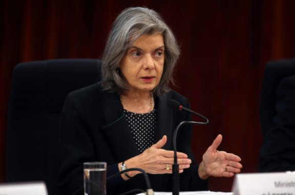 CÁRMEN LÚCIA ENTREGA mensagem do Poder Judiciário para o ano de 2018