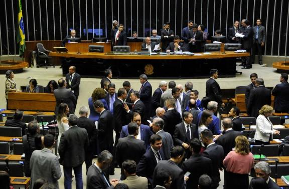 OBSTRUÇÃO DA OPOSIÇÃO paralisa votação em plenário na primeira sessão da Câmara