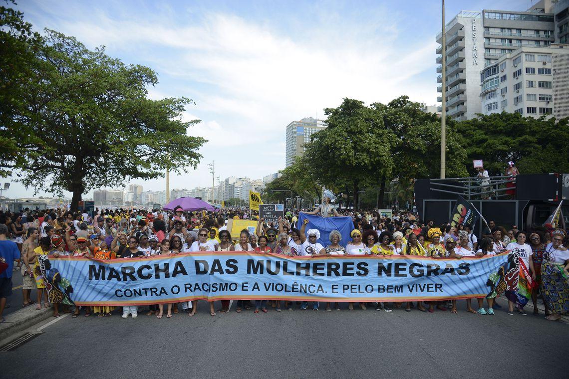 Quarta Marcha das Mulheres Negras em Copacabana, no Rio de Janeiro, protesta contra a violência que atinge as mulheres negras em todo o país. Tomaz Silva/Agência Brasil/Agência Brasi