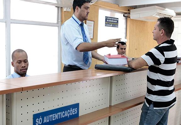 DESBUROCRATIZAÇÃO – Sancionada lei que dispensa reconhecimento de firma e autenticação de documento
