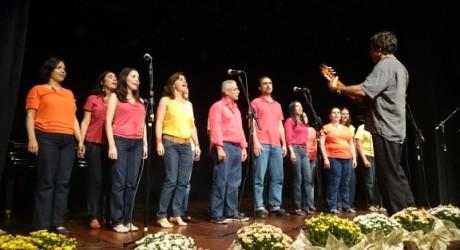 Concerto de Natal reúne servidores e população de rua para cantar pela paz