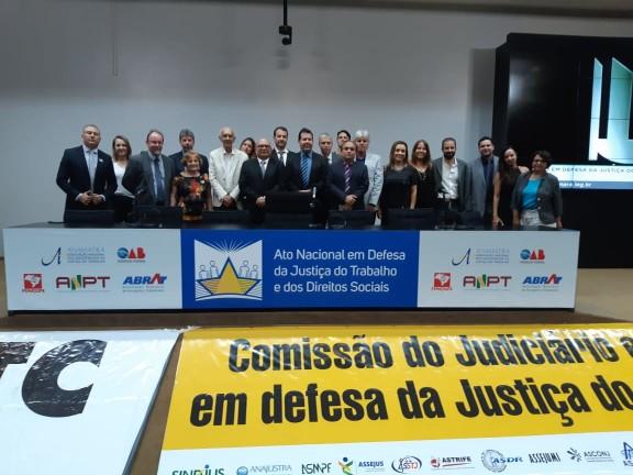 Sisejufe participa de Ato em Defesa da Justiça do Trabalho e Direitos Sociais, na Câmara dos Deputados