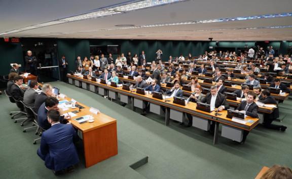 Sisejufe acompanha reunião da Frente Parlamentar em Defesa da Previdência Social. Cronograma de audiências públicas sobre PEC 6 é divulgado na comissão especial