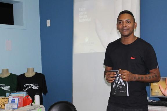 Sisejufe Solidário: Escritor lança livro na Bienal sobre superação